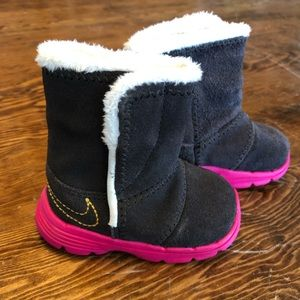 Nike infant leather fleece boots Sz 2C